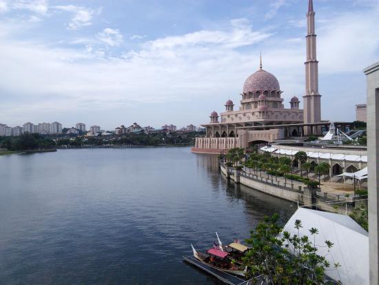 15 Tempat Wisata Di Putrajaya Yang Menarik Untuk Dikunjungi